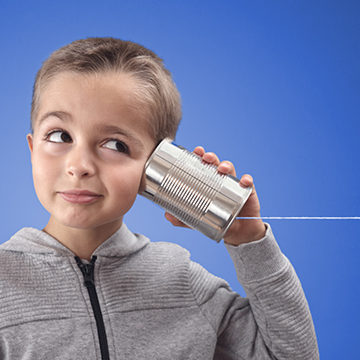 Neugieriger Junge KidsKon-Newsletter